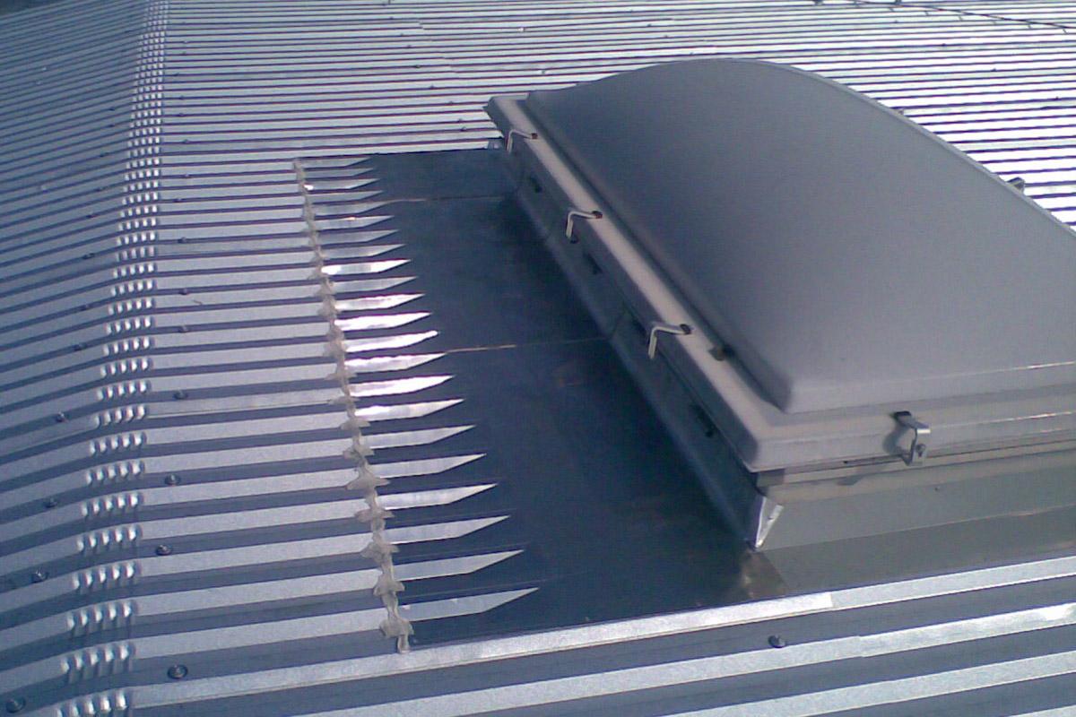 Lucernari apribili per capannoni profilati alluminio for Prezzi lucernari elettrici